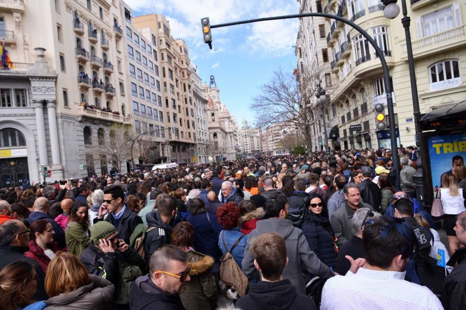 crowd at mascleta