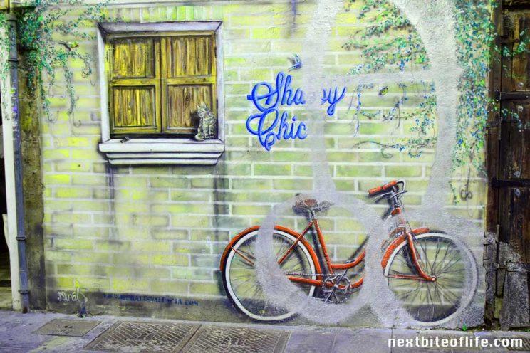 graffiti valencia spain red bike in wall, part of life in Valencia Spain