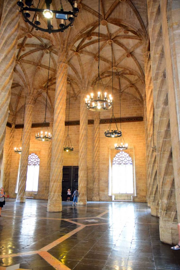hall of columns la lonja valencia #lalonja #valencia #lalonjasilkfactory #valenciasilkfactory #valenciaguide