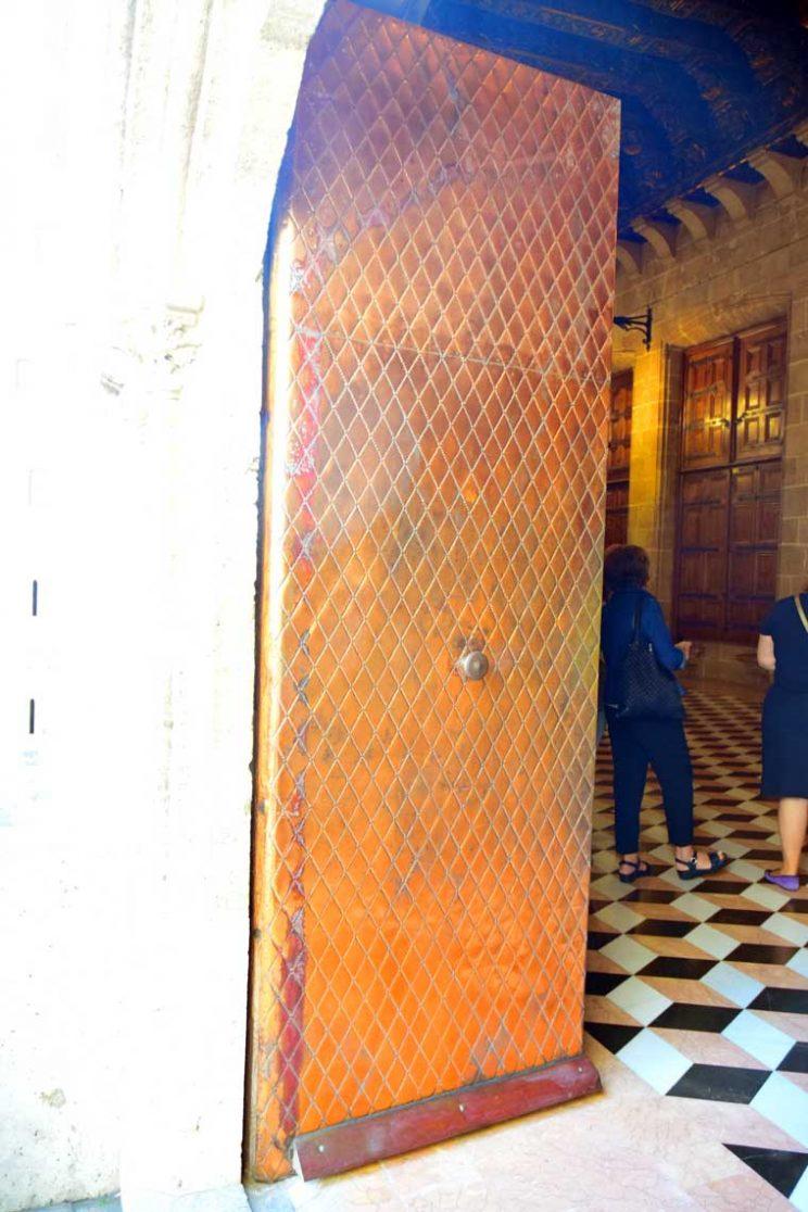 patina door at la lonja silk factory