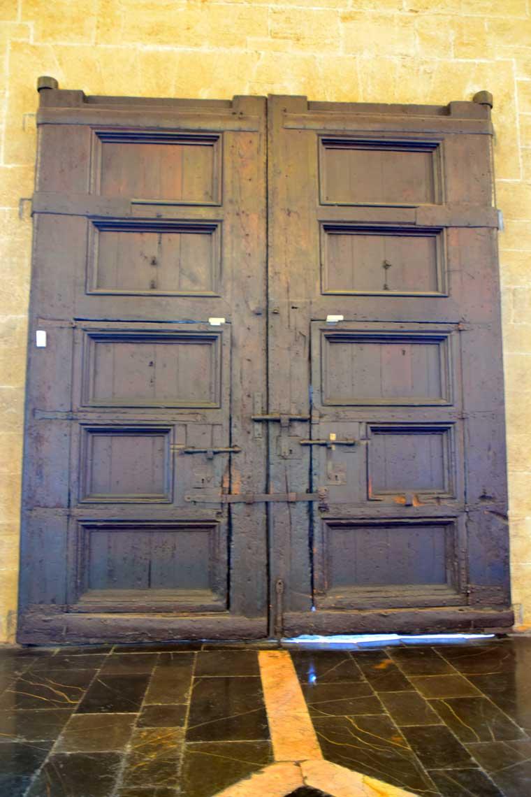door at la lonja valenica