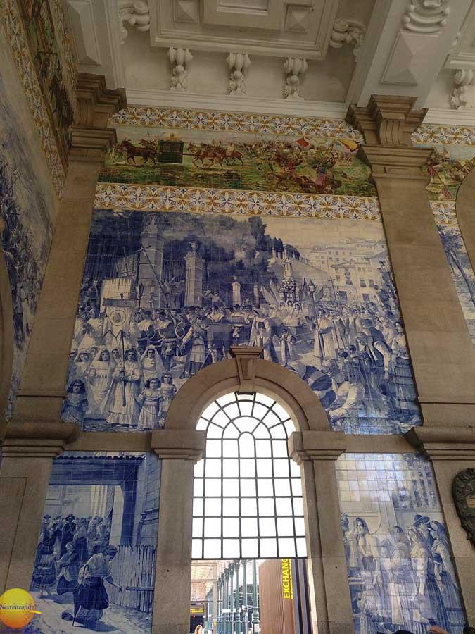 Guide to Porto Portugal #saobentostation #azulejotiles #thingstoseeporto #whattodoporto #porto #portugal