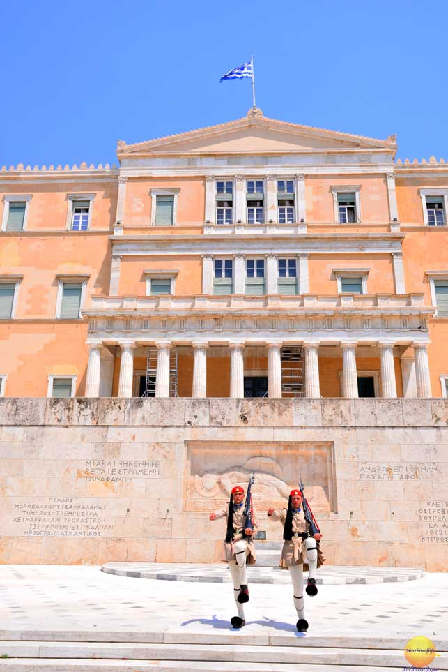 athens parliament house guards #athen #greece #parliamenthouseathens #guards #athensmustsee