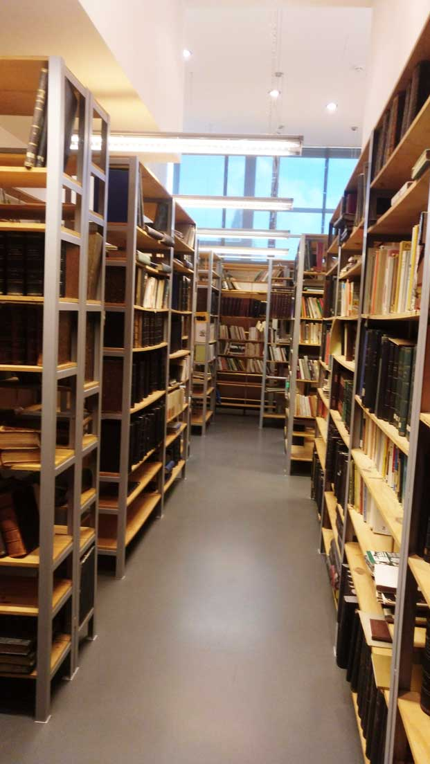 technicke museum library with books on shelves