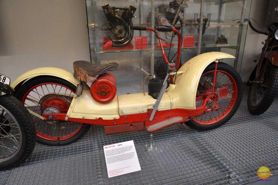 ner-a-car bike at narodni museum prague