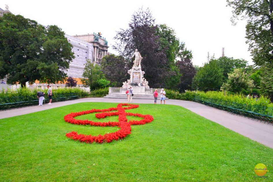 how to spend 7 idyllic days in vienna austria mozart tomb vienna park