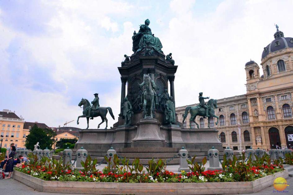 museum quarter vienna statue