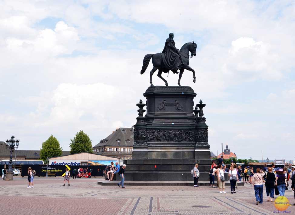 king johann statue dresden semperoper