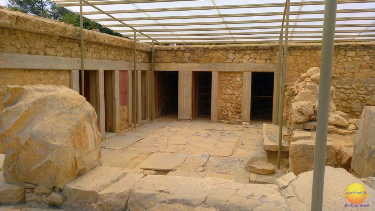 knossos palace east wing