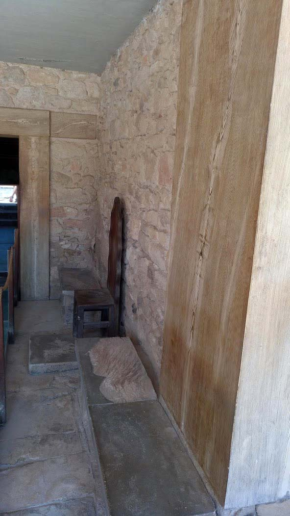 throne room antechamber knossos palace