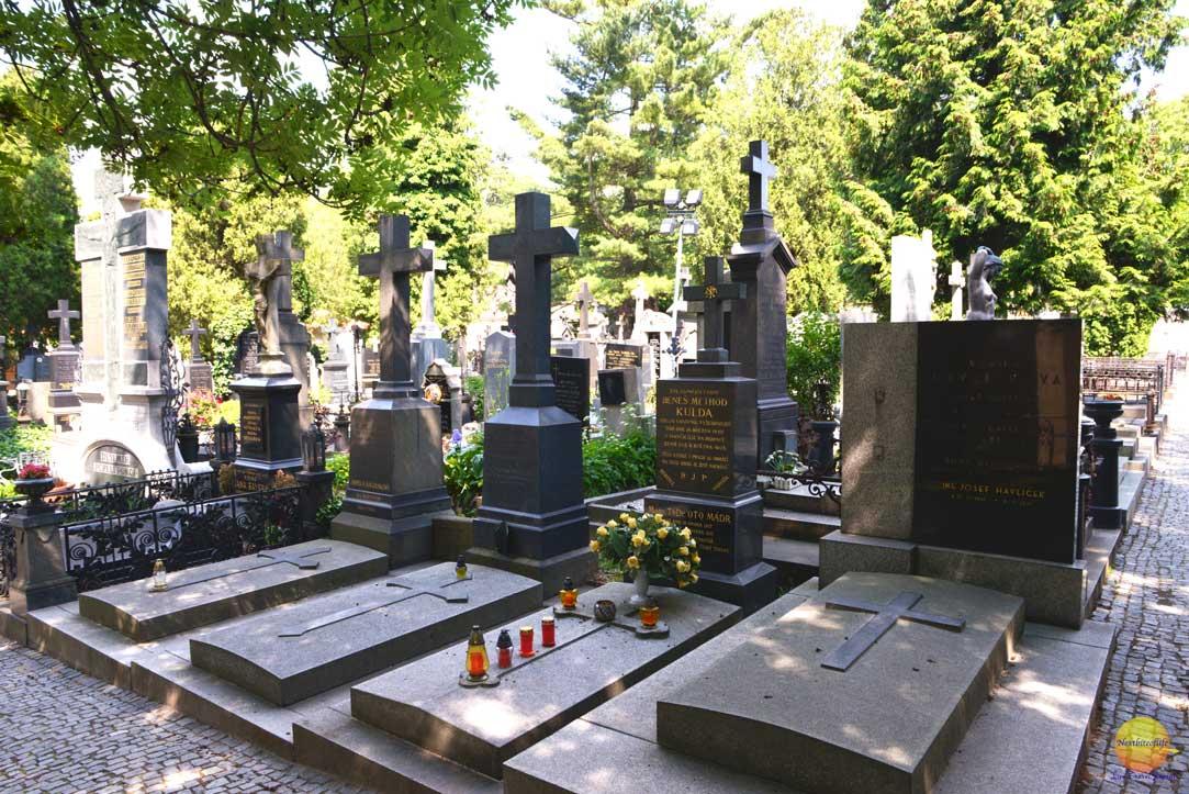 vysehrad cemetery prague