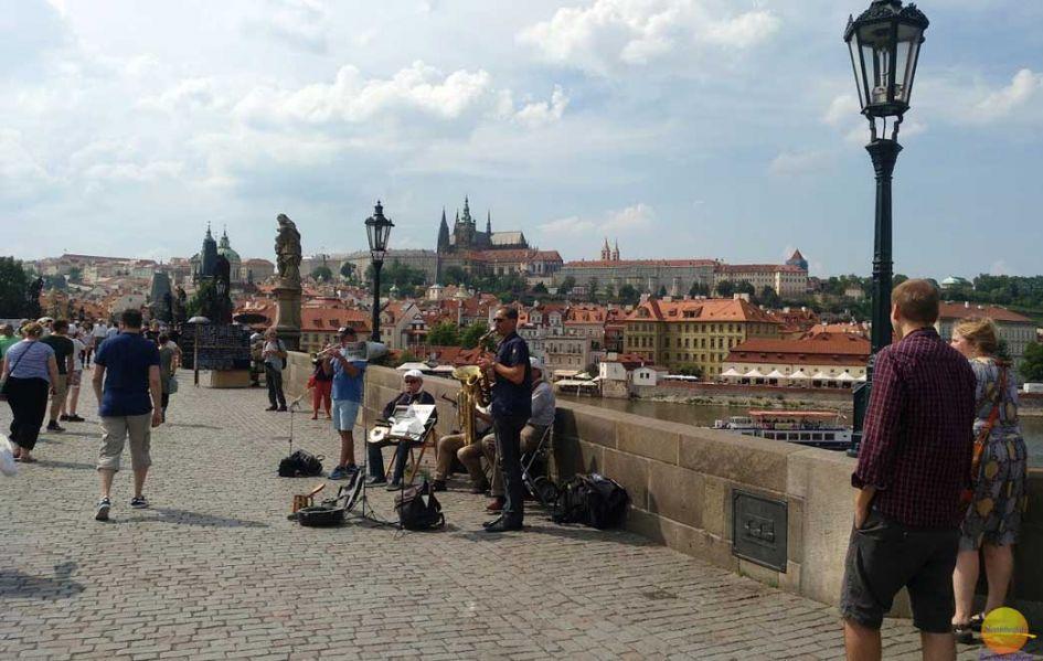 charles bridge prague musicians