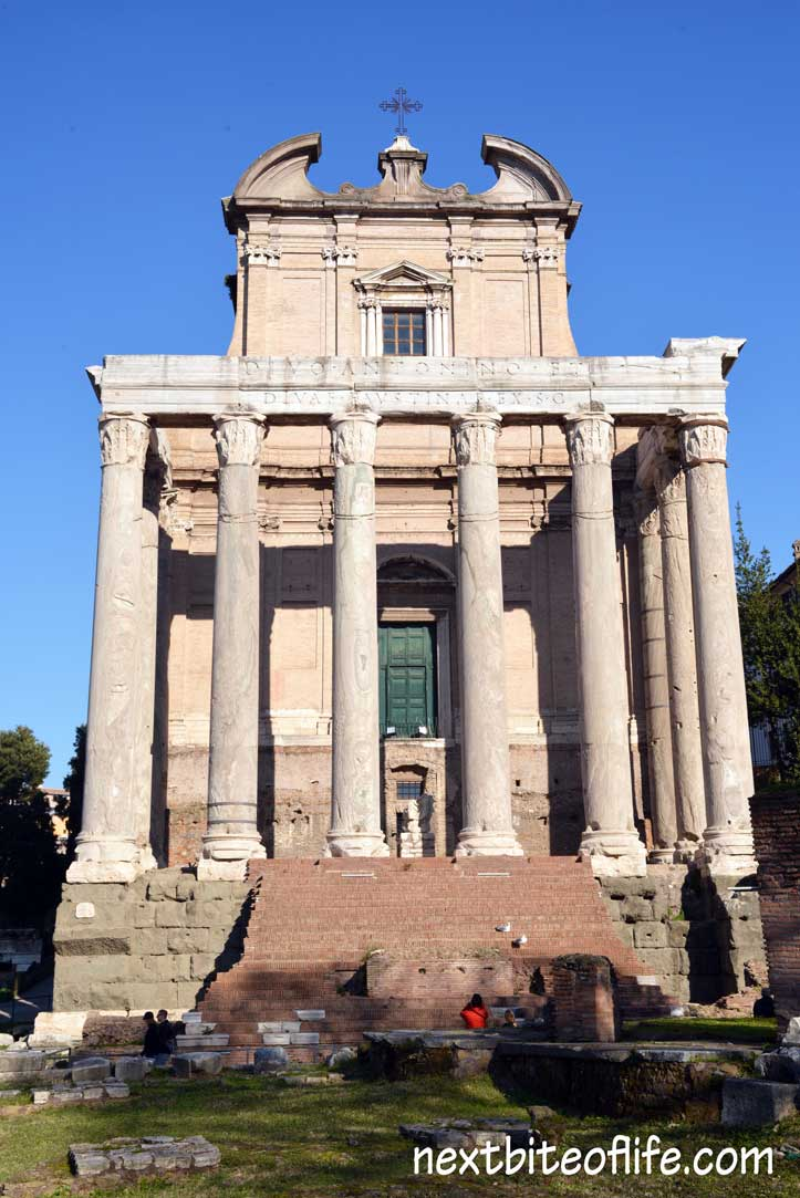 Colosseum Roman Forum and Palatine Hill tour: column house Rome with step free green door.