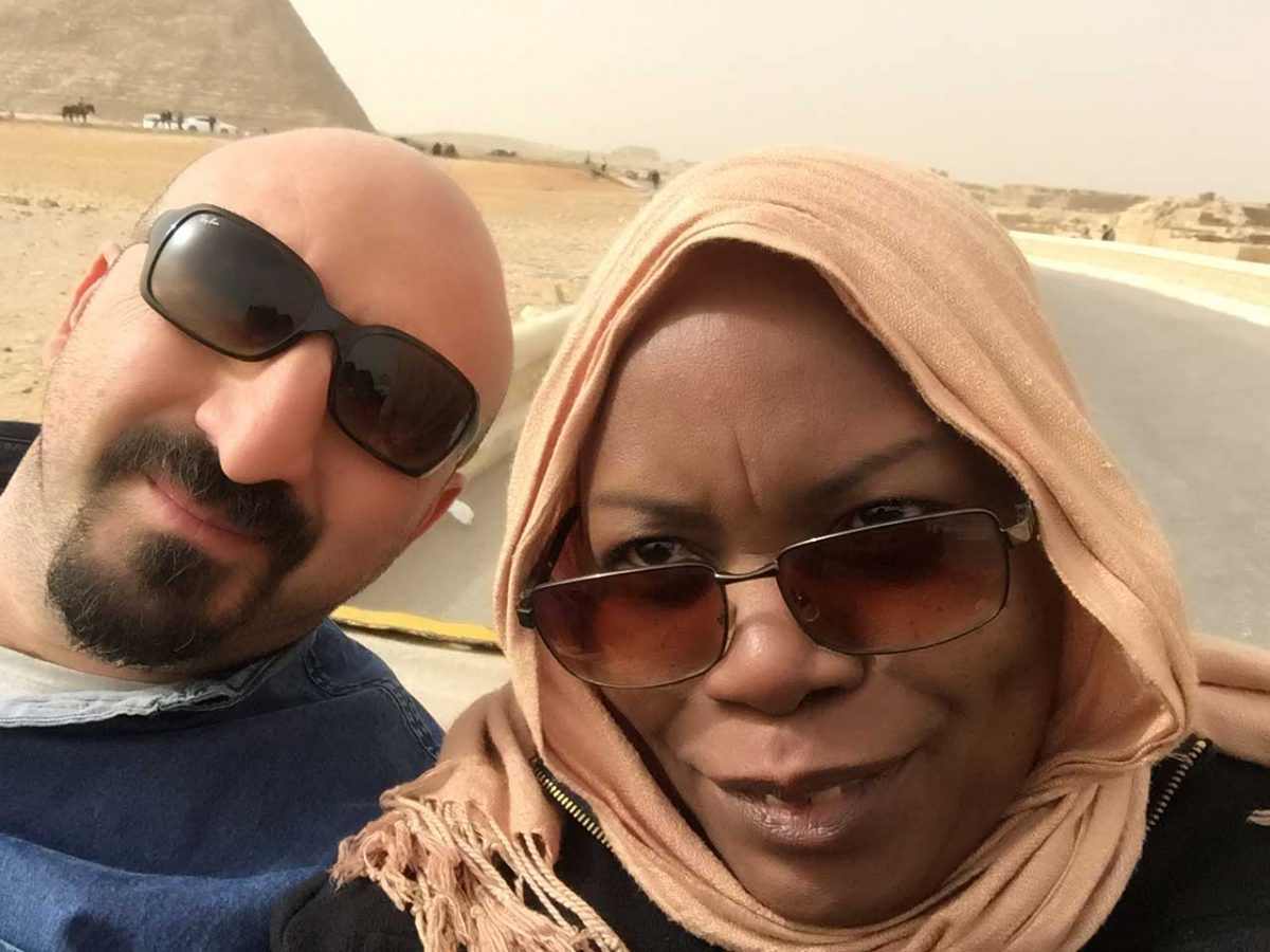 selfie in pyramids of giza pic
