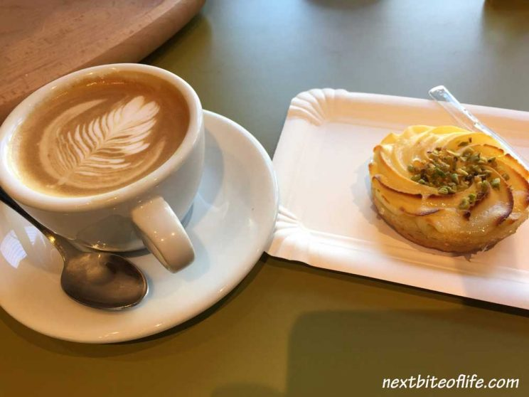 Coffee and dessert on a Milan day trip