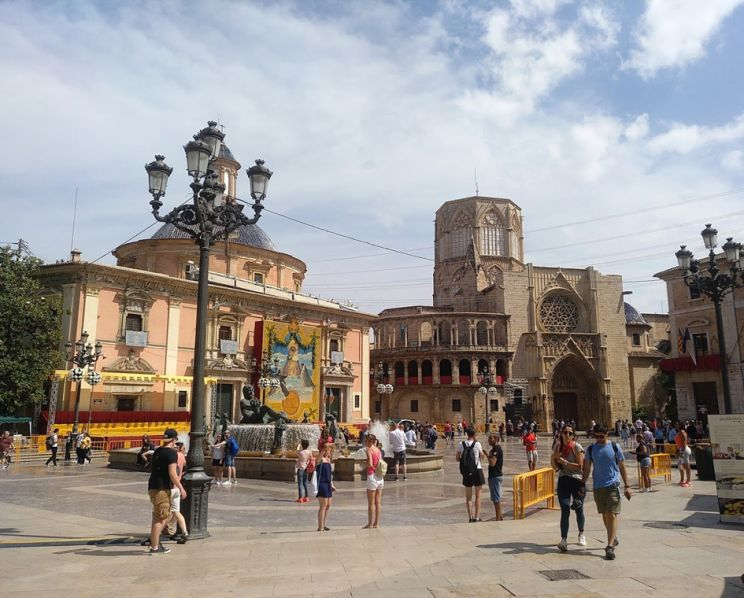 Plaza de la Virgen with the Valencia Cathedral don't visit Valencia for its beauty