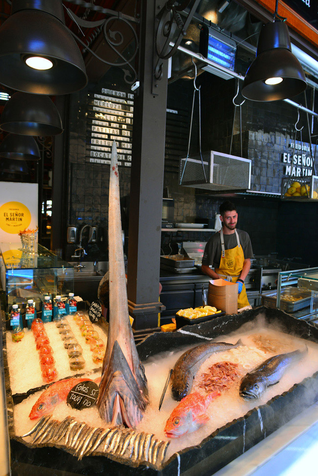 fresh fish market stall at mercado Madrid #madridtapas #madrid #mercadosanmiguel #madridguide #madriditinerary