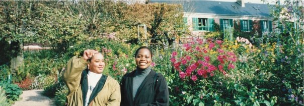 2 black women in the Monet's garden