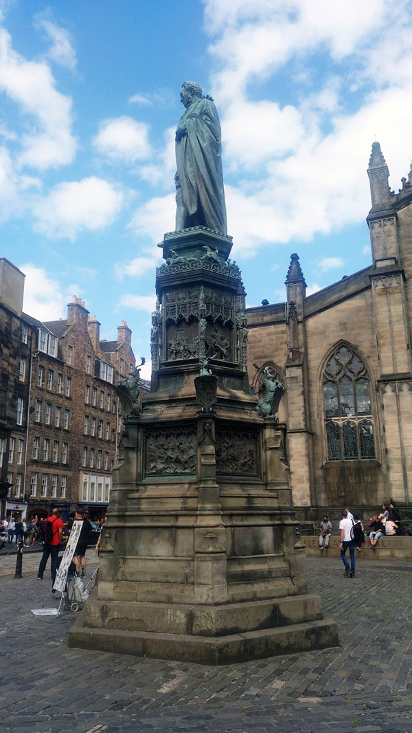 St Giles church in statue outside - Edinburgh weekend guide