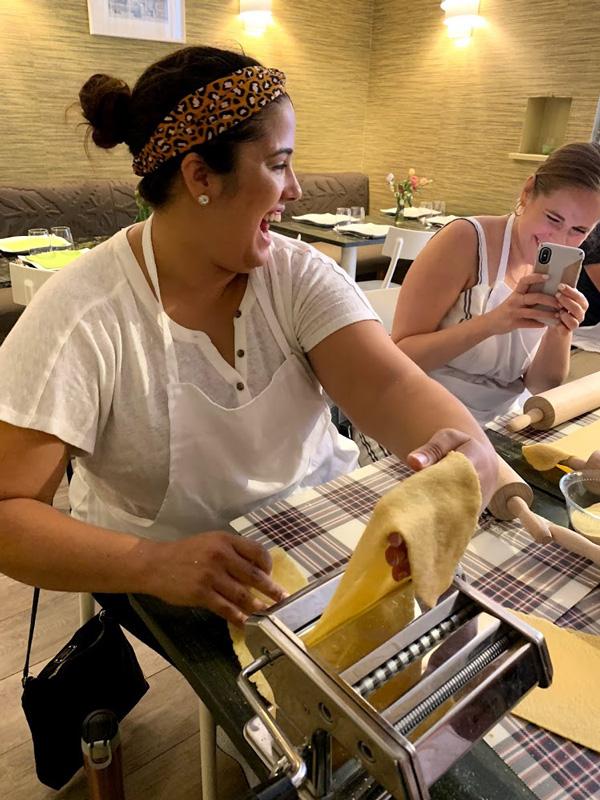 walking tour and pasta making class in Rome using pasta machine