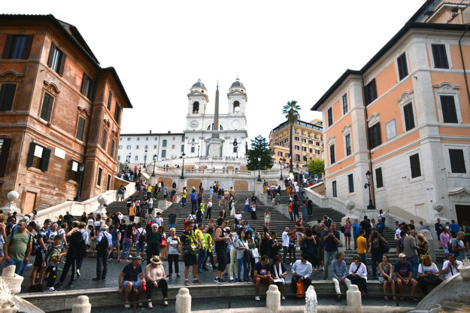 Pasta making and walking tour in Rome view of Spanish steps with people