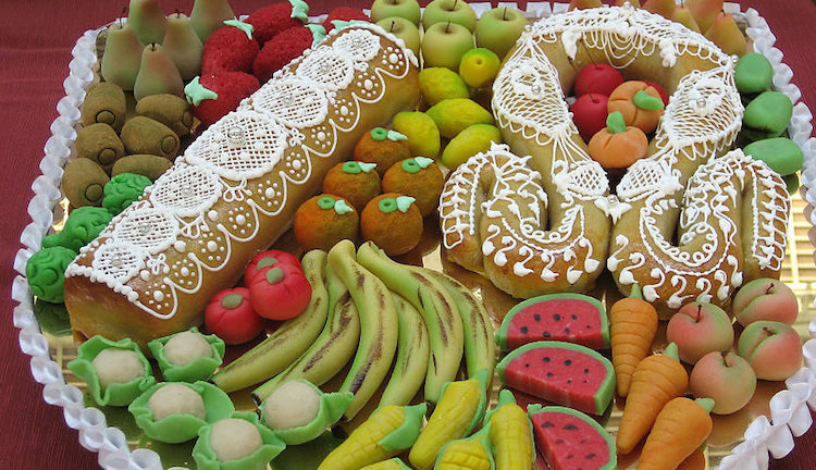 fruit shaped marzipan given on st dionysus day during Nou de Octubre