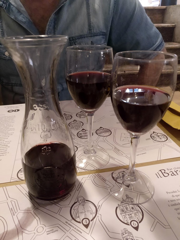 chianti wine in jar and 2 glasses of the wine on table