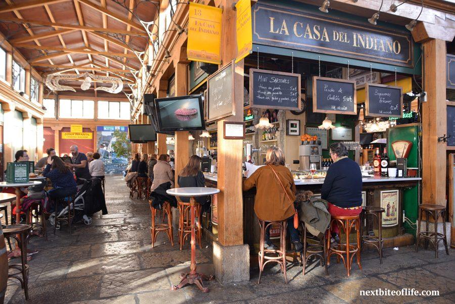 mercado del este santander bar with people