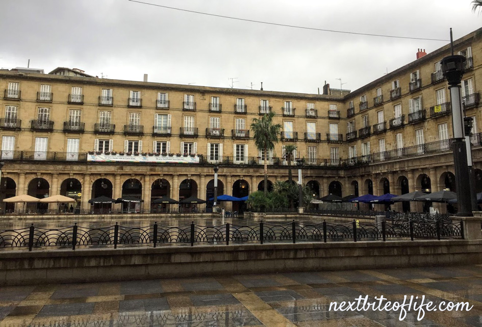 plaza nueva Bilbao showing two sides with arches